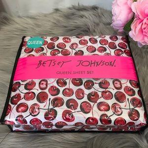 🆕 Betsey Johnson Pop Art Cherry Queen Sheet Set
